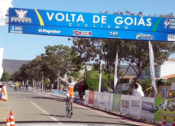 Ciclismo SJC - Alex Diniz cruzando a linha